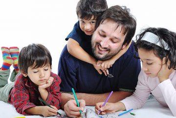Семейные традиции в воспитании ребенка, их наличие или отсутствие, особенности, строгость соблюдения зависит от некоторых факторов