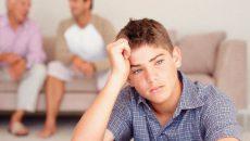 Психология ребенка 11 лет обусловлена стремлением отстраниться от семьи.
