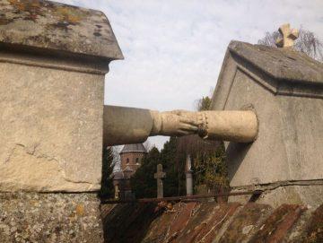 Парные памятники - неумирающая классика